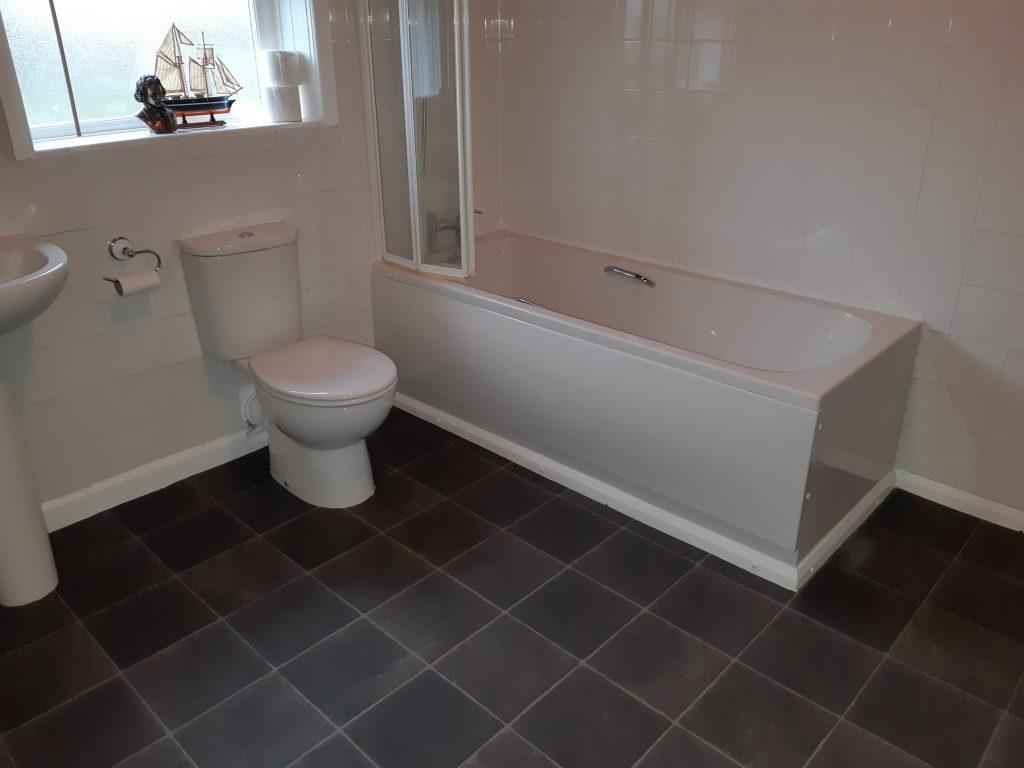 New bath, bath screen and tiling